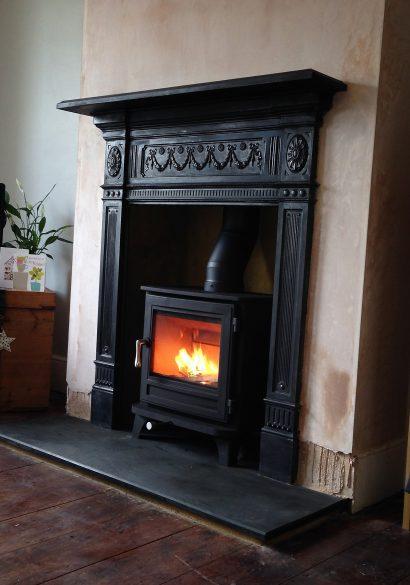 Chesney's Salisbury 5 with cast iron surround, Farnham